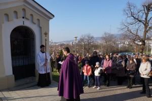 Krizova cesta a navsteva biskupa 002