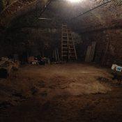 časť do skaly vytesanej spodnej pivnice
