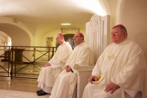 Ad limina 2015, ranna svata omsa v pri hrobe sv. Petra vo Vatikane