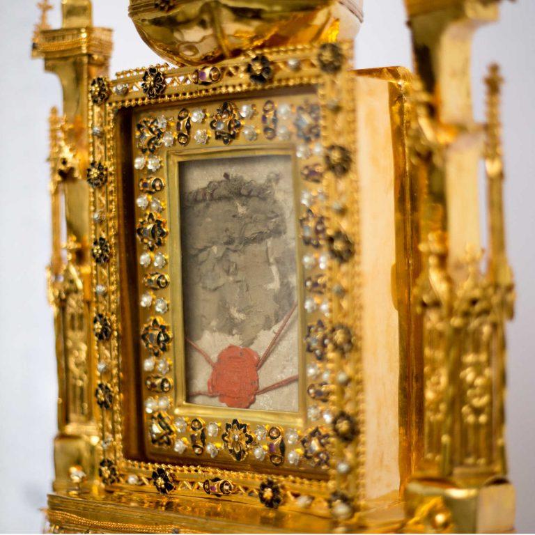 V nedeľu 10.1.2021 opäť požehnajú Slovensko relikviou Kristovej krvi z lietadla